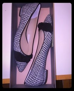 Houndstooth fabric Ann Taylor flats.